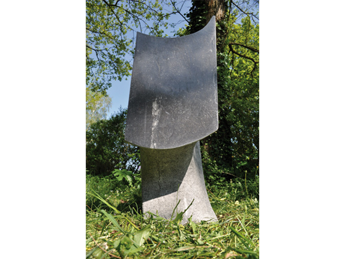Titel: Stuwing Materiaal: Belgisch hardsteen Hoogte: 98 cm
