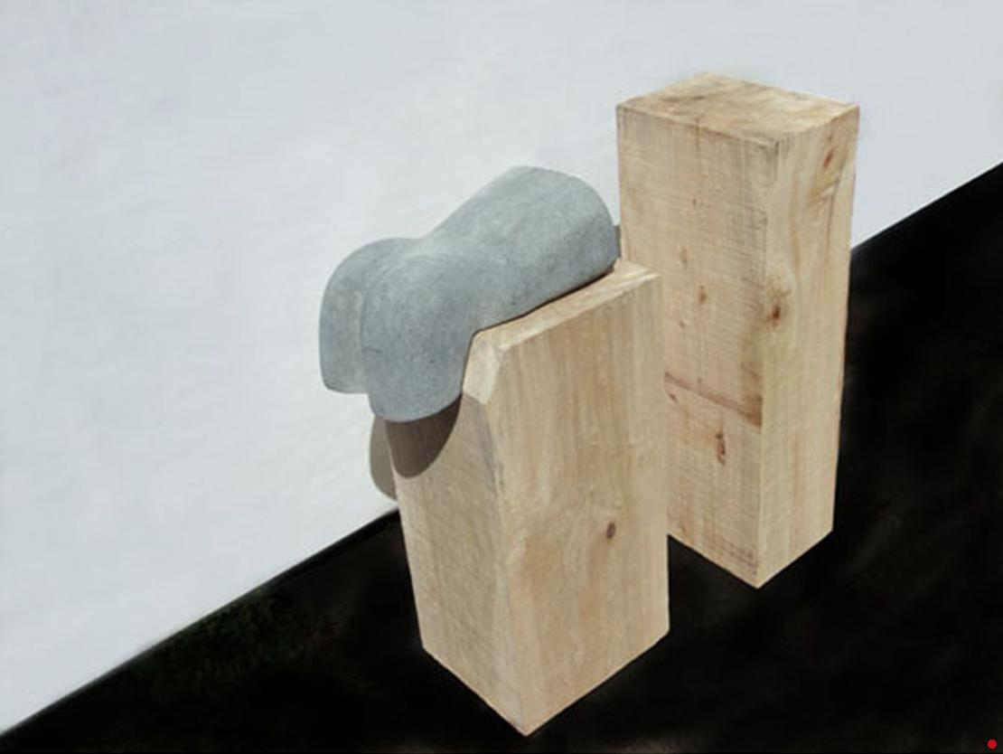 Titel: Fluctuatie Materiaal: Dolomiet, sokkels populieren hout Formaat: 98 cm hoogte