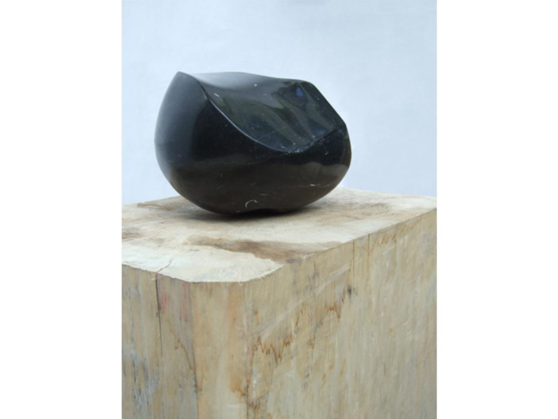 Titel: zonder titel Materiaal: Iers hardsteen Formaat: 37x29x25 cm