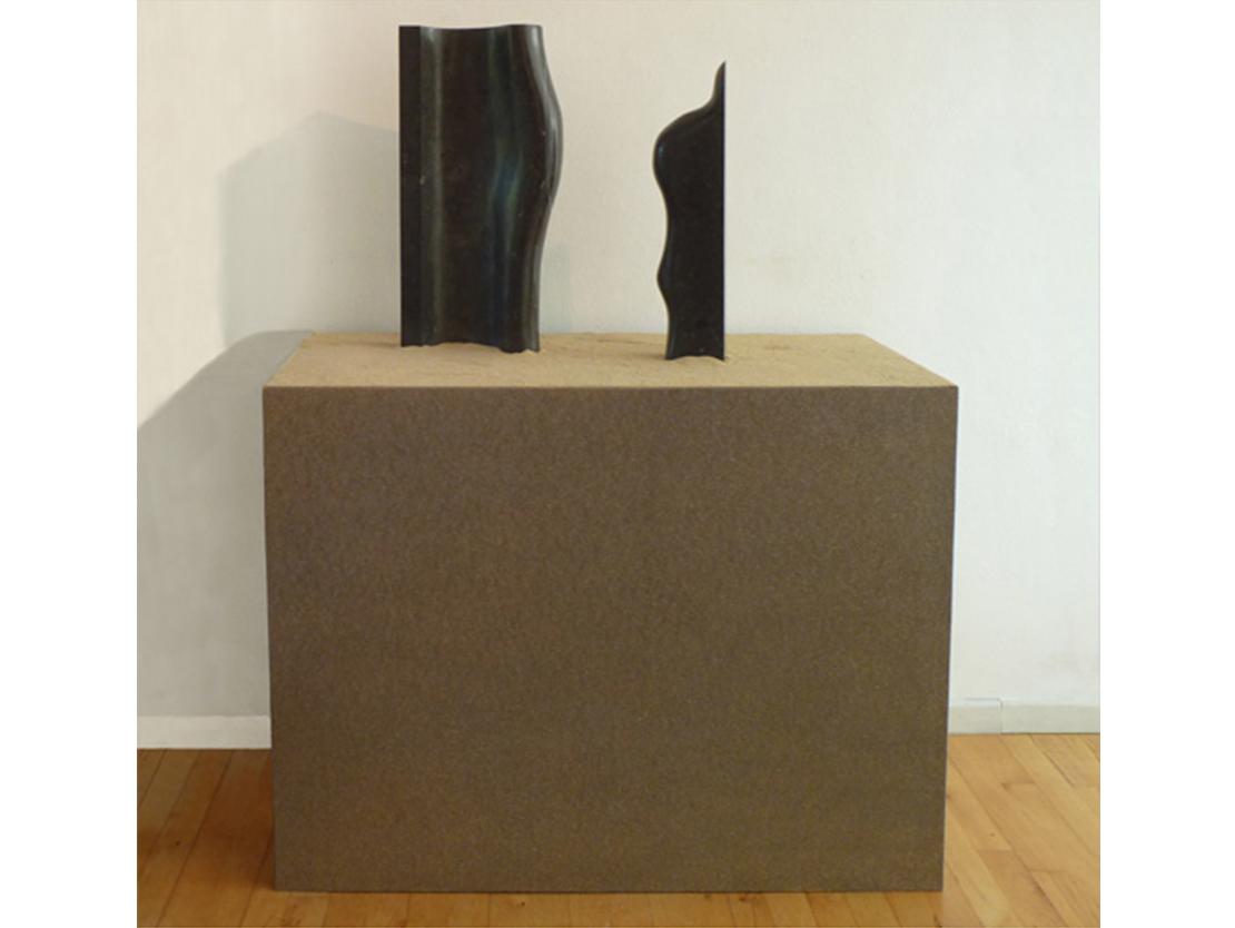 Titel: Doorsnee gezin uit Wall Street Materiaal: Belgisch hardsteen Formaat: 58 cm hoog