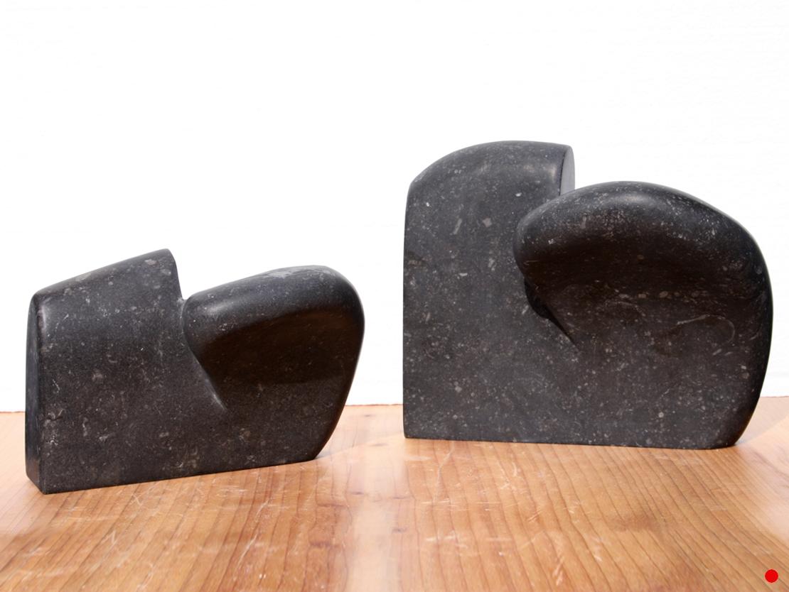 Titel: Tendens Materiaal: Belgisch hardsteen Breedte: 14 cm resp. 16,5 cm