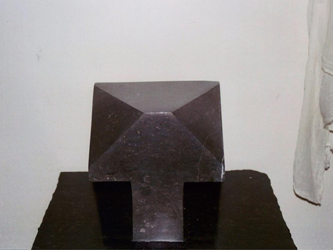Titel: Dominant Materiaal: Belgisch hardsteen Formaat: 20 cm hoog