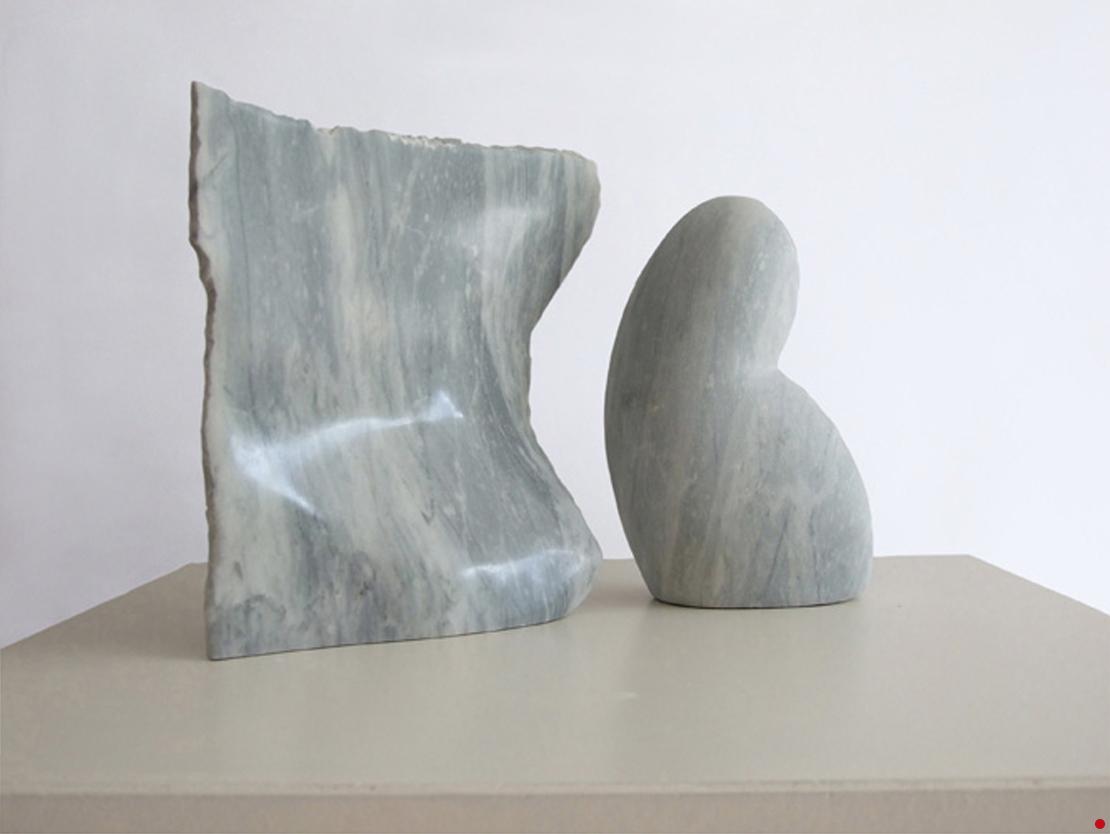 Titel: Zonder titel Materiaal: Grijs marmer Formaat: 32 cm breed