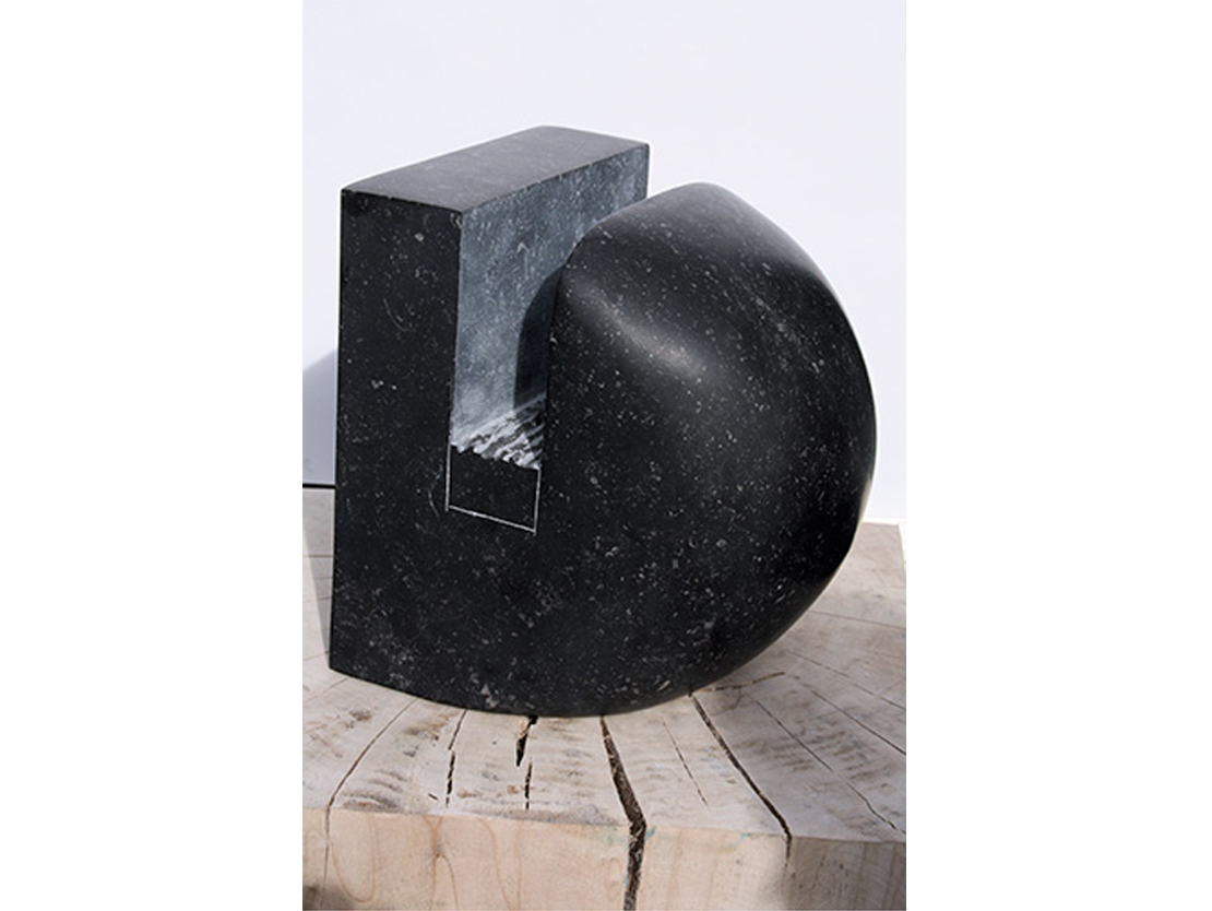 Titel: Zonder titel Materiaal: Belgisch hardsteen Formaat: Hoogte 27 cm