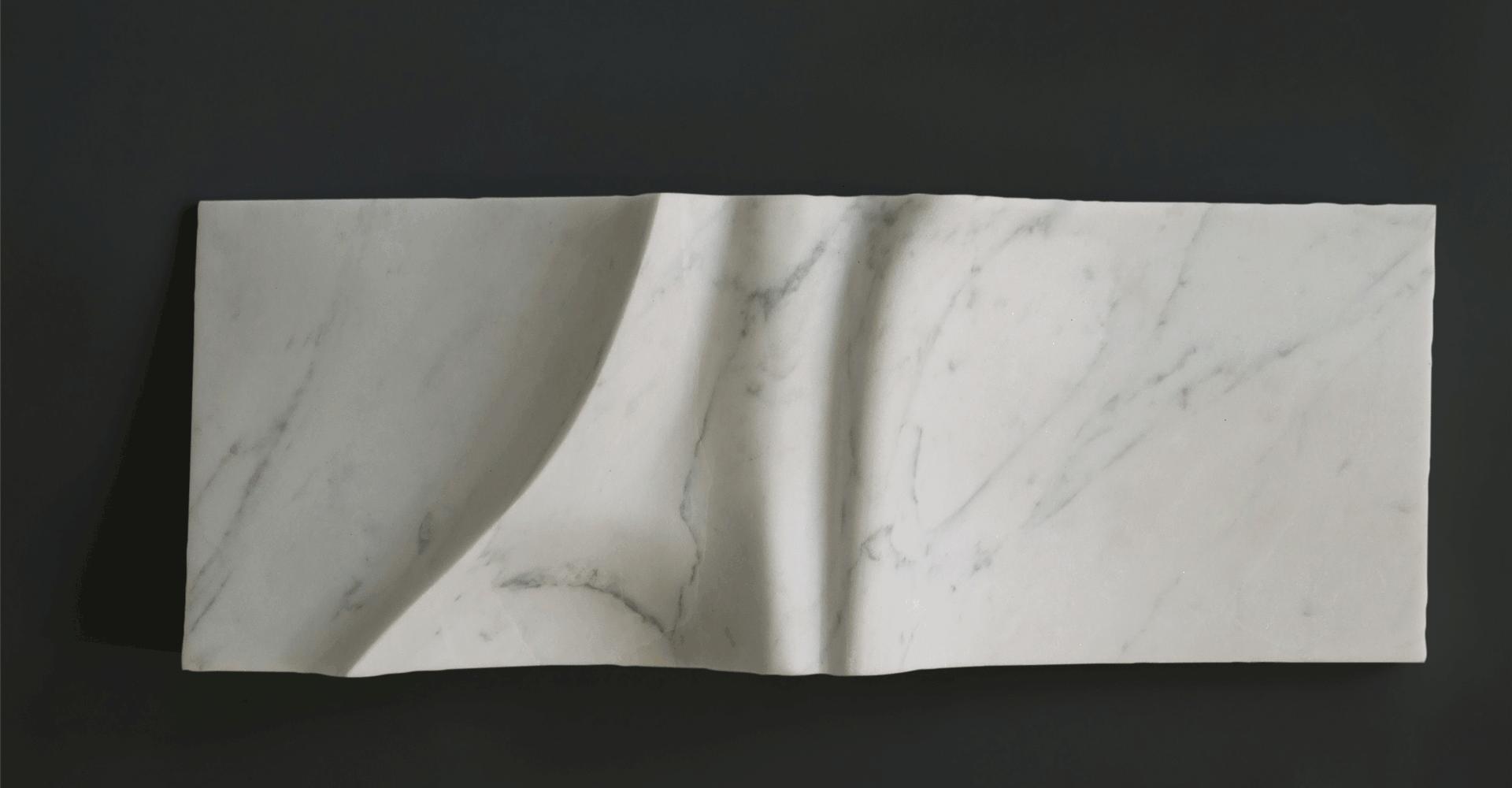 De vijf reliefs, Materiaal: marmer, formaat: 40 x 14 x 8 cm
