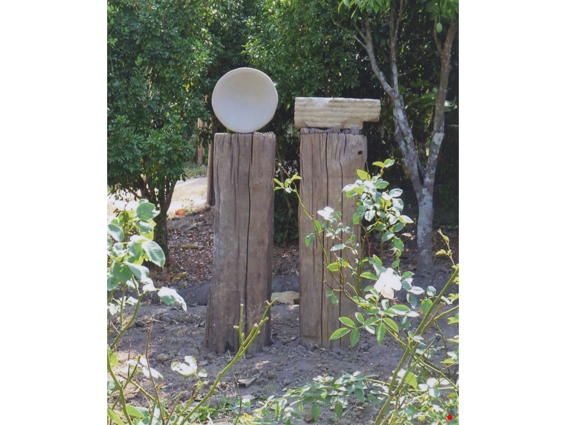 Titel: Egologics Materiaal: Zandsteen Formaat: diameter 27cm, diepte 9 cm, resp. 34x12x8cm.