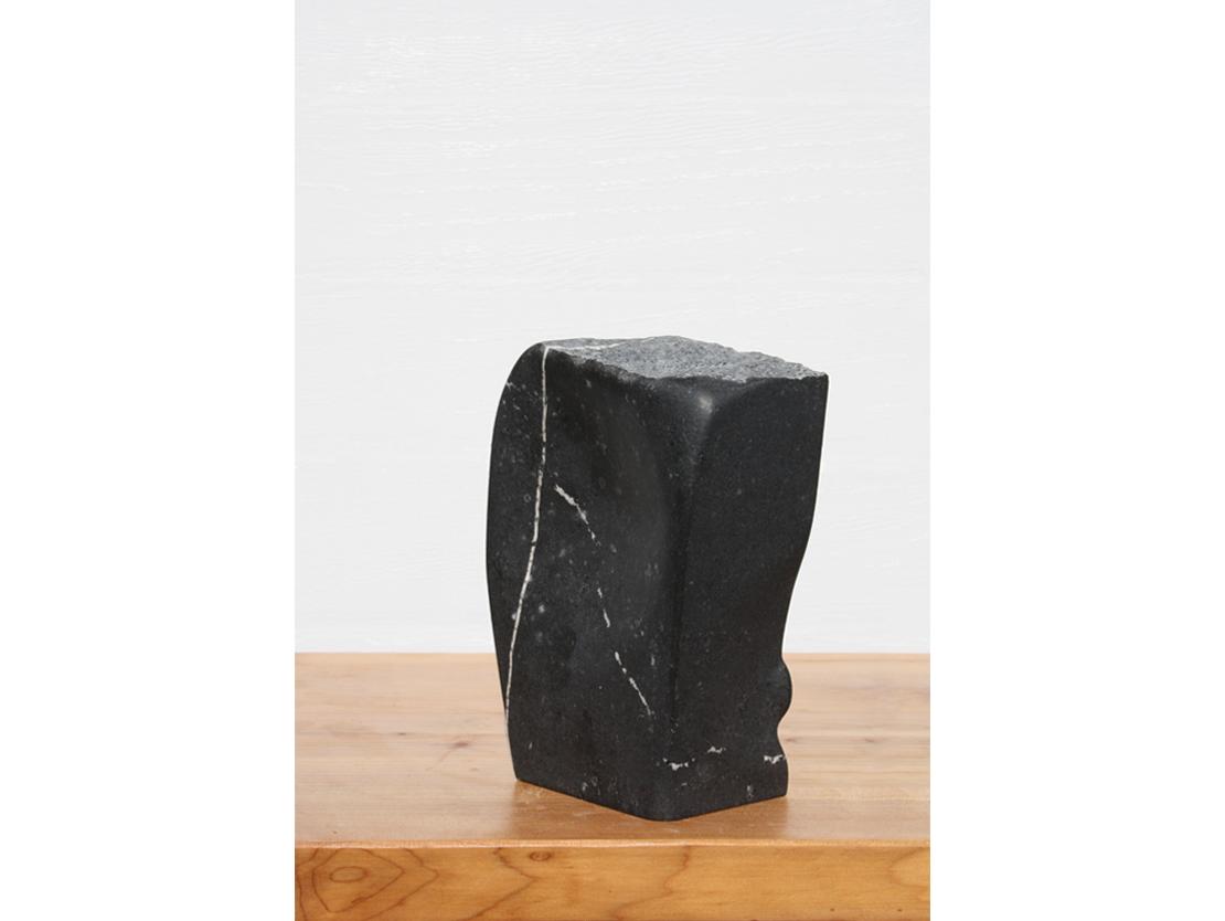 Titel: Overgang Materiaal: Belgisch hardsteen Formaat: 20 cm
